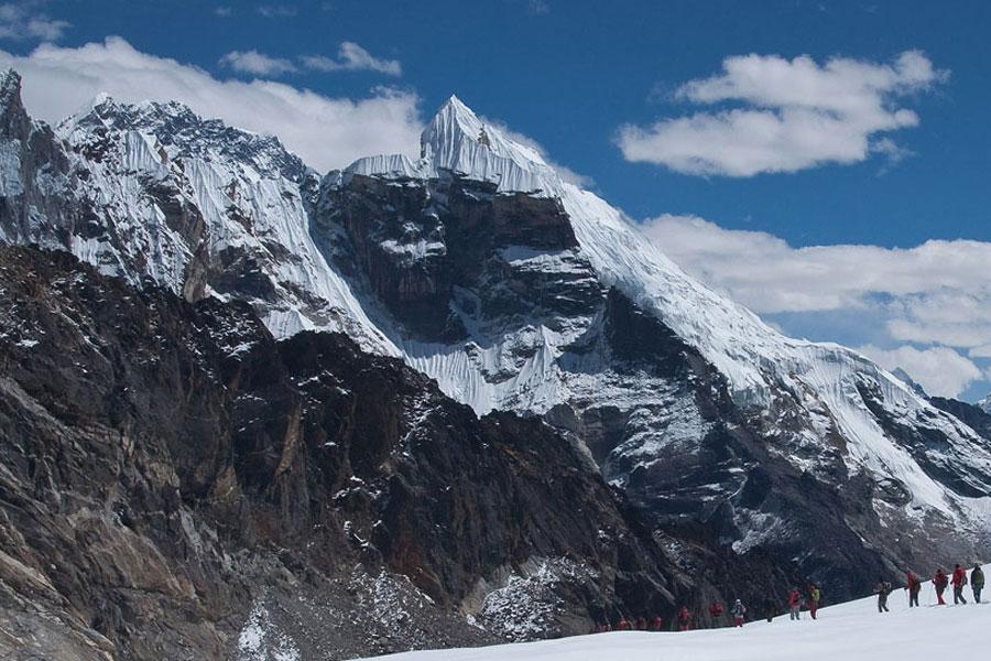 Cho La Pass Trekking